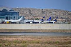 Avions de passagers à l'aéroport d'Alicante Photos libres de droits
