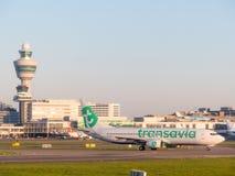 Avions de Ransavia à l'aéroport d'Amsterdam Schiphol les Pays-Bas Photo stock