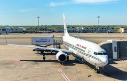 Avions de Royal Air Maroc dans l'aéroport de Casablanca Image libre de droits