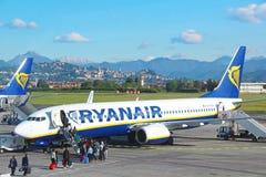 Avions de Ryanair à l'aéroport d'Orio Al Serio à Bergame Photographie stock libre de droits