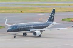 Avions de StarFlyer dans l'aéroport international Japon de Chubu Centrair Image libre de droits