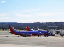 Avions de sud-ouest prêts à décoller à l'aéroport de San Francisco Photo stock
