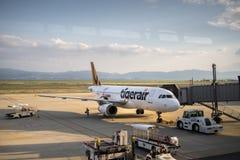 Avions de Tiger Air à l'aéroport international de Kansai, Osaka, Japon Photographie stock libre de droits