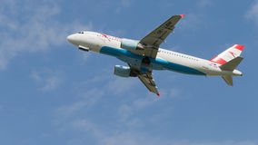 Avions de transport de passagers Airbus un 320-214 Austrian Airlines Photographie stock libre de droits