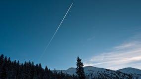 Avions de voie dans le ciel Image stock