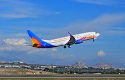 Avions des vacances Jet2 décollant de l'aéroport d'Alicante Photos stock