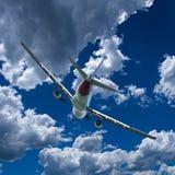 Avions en vol avec le cumulus en ciel bleu l'australie photo libre de droits