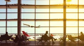 Avions et personnes d'aéroport Images stock