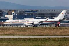 Avions gouvernementaux allemands à l'aéroport de Francfort Image libre de droits