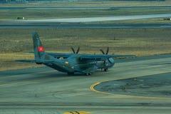 Avions militaires de cargaison de la MAISON C-295M photos stock