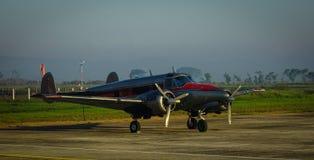 Avions s'accouplant à l'aéroport Photo libre de droits