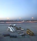 Avions se tenant sur le terminal 2 Image libre de droits