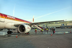 Avions se tenant sur le terminal 2 Photographie stock
