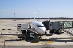 Avions sur le terminal. Aéroport de Barcelone. Espagne Photo libre de droits