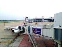 Avions thaïlandais de ligne aérienne d'Air Asia à l'aéroport de Donmuang Photographie stock