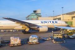 Avions unis se tenant à Photographie stock