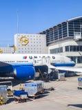 Avions unis se tenant à Photographie stock libre de droits