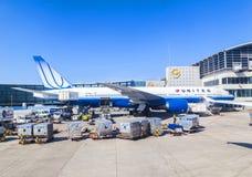 Avions unis se tenant sur le terminal 1 à Francfort Photographie stock libre de droits