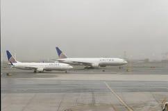 Avions unis sur l'aéroport de Newark Photo stock