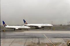 Avions unis sur l'aéroport de Newark Images libres de droits