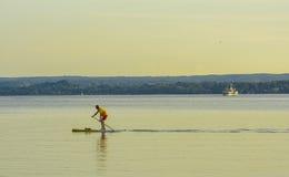 Aviron au coucher du soleil sur le lac Ammersee Photo libre de droits