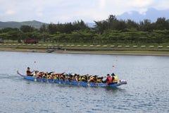 Aviron du bateau sur le festival de boulettes de riz Images libres de droits