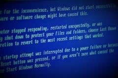 Avis d'erreur système sur l'écran d'ordinateur Photographie stock libre de droits