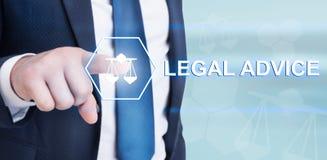 Avis juridique émouvant de jeune avocat sur l'interface futuriste Images stock