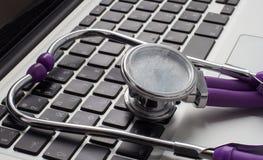 Avis médical en ligne Images stock
