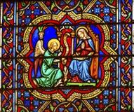 Aviso Angel Mary Stained Glass Notre Dame Paris França foto de stock