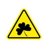 Aviso do Irlandês Trevo no triângulo amarelo Atenção do sinal de estrada ilustração stock