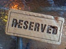 Aviso RESERVADO hecho de la madera Fotos de archivo libres de regalías