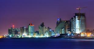 Aviv-Hotels und hohe Anstiege stockbild