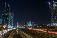 Aviv-Skyline nachts stockbilder