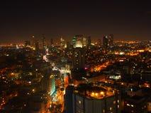 Aviv-Skyline nachts Lizenzfreie Stockbilder