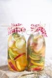 Avkok av den tepersikan och citronen Fotografering för Bildbyråer