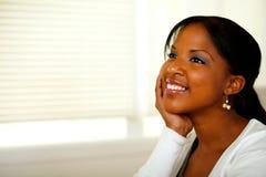 Avkopplat afro-american ungt le för kvinna Arkivfoto