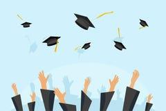 Avlägga examen studenter eller elevhänder i kappan som kastar avläggande av examenlock i luften som flyger akademiska hattar, kas royaltyfri illustrationer