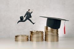 Avläggande av examen, kunskap och framgångbegrepp arkivfoton