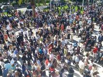 Avläggande av examendag utanför konventcentrum Royaltyfri Bild