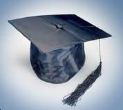 Avläggande av examenhatt Fotografering för Bildbyråer