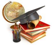 Avläggande av examenlock, diplom, böcker, jordklot Royaltyfri Bild