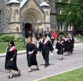 avläggande av examenprocessionuniversitetar Fotografering för Bildbyråer