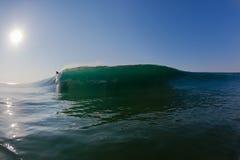Avlägsen En-ram för havvåg Glass surfare Royaltyfria Bilder