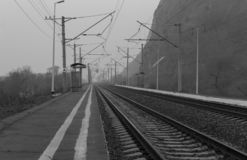 Avlägsen järnväg fotografering för bildbyråer