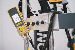 Avlägsen panel för industriell kontroll i robottekniktillverkning Arkivbilder