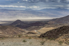 Avlägsen sandstorm - Death Valley nationalpark, Kalifornien Arkivfoto