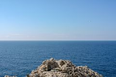 Avlägsen sikt över havet av Capri arkivfoton