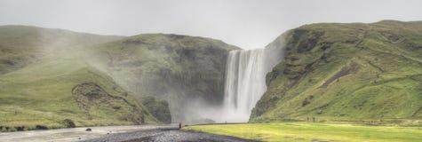 Avlägsen sikt av Skogafoss i Island Royaltyfria Foton