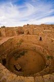 Avlägsen siktsgemenskap fördärvar på Mesa Verde National Park. Arkivbild